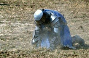 in_dust__a_fallen_knight_by_wagn18-d48sazv